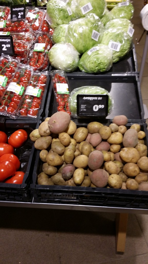 Plastic-free bulk potatoes. Get how many you need, bring your own bag, or simply load into your basket.